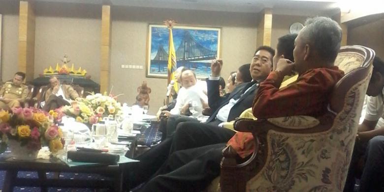 Rapat dengan Ridho Ficardo, Anggota DPR RI Minta Izin Merokok di Ruangan Ber-AC
