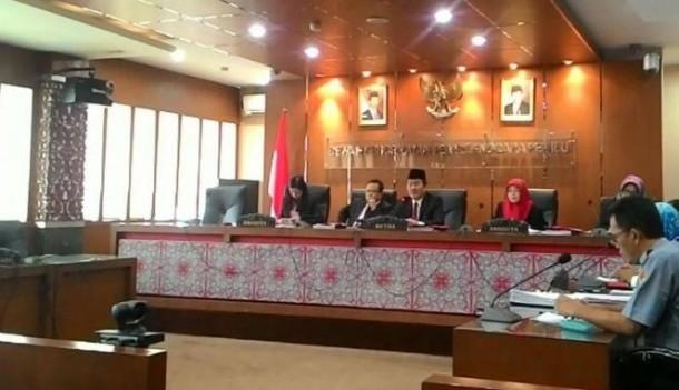 DKPP gelar sidang dugaan pelanggaran etik oleh Bawaslu yang diadukan LSM pemantau pemilu di provinsi Lampung, Rabu 26 Agustus 2015 | VIVA.co.id/ Mohammad Nadlir