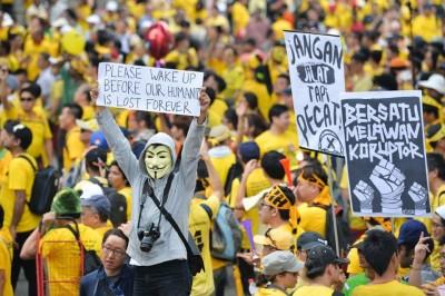 Jelang Hari Kemerdekaan, Puluhan Ribu Rakyat Malaysia Unjuk Rasa