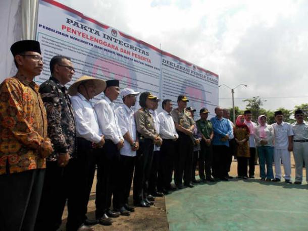 Lima Pasang Calon Kepala Daerah Metro Tandatangai Deklarasi Pilkada Damai