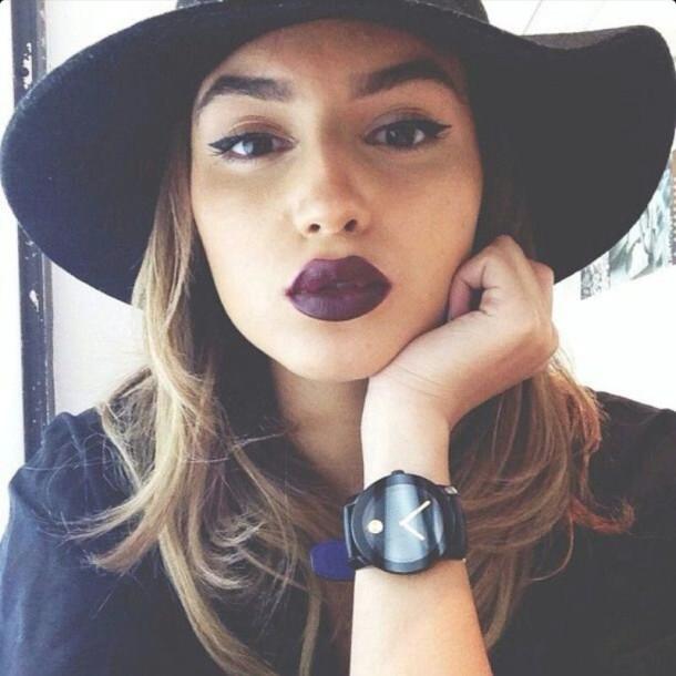 Berani tampil beda dengan lipstik warna ungu pekat seperti ini? | ilustrasi.