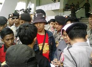 Mahasiswa melakukan demonstrasi menuntut penyelesaian kasus Tragedi UBL Berdarah | Sugiono/jejamo.com