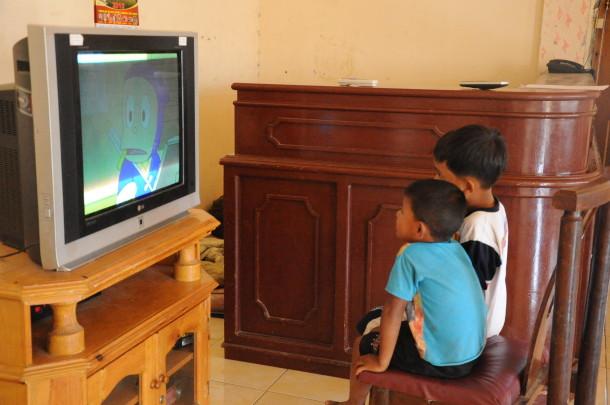 Bahaya Televisi bagi Pertumbuhan Otak Anak