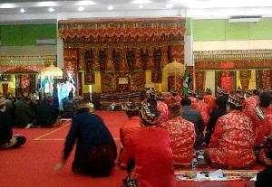 Prosesi Angkon Muakhi di GSG Pahoman, Senin, 21/9/2015 | Sugiono/jejamo.com