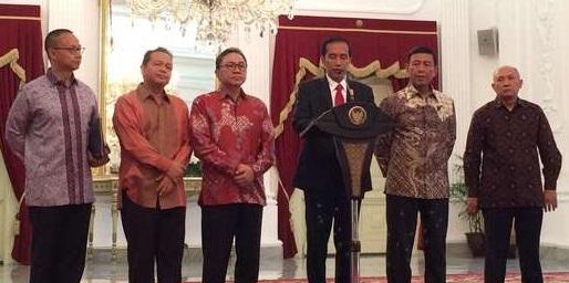 Ketua Umum PAN Zulkifli Hasan menyatakan partainya bergabung dengan pemerintah Jokowi | CNN Indonesia