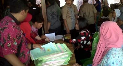 BPN Lamteng Serahkan 1.350 Sertifikat Prona