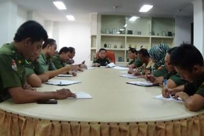 Rapat persiapan penyaluran menyalurkan dana dukungan peningkatan administrasi pemerintah desa, pekon, kampung, atau kelurahan Pemprov Lampung 2015 | Widya/jejamo.com