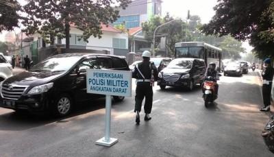 Razia stiker militer di kendaraan | Detik.com