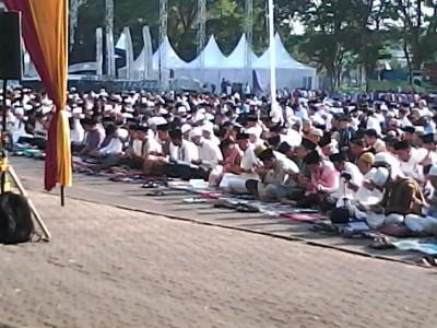 Wagub Bachtiar Basri Salat Ied di Lapangan Korem Bandar Lampung