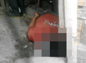 Edi A alias Sana (30) warga Umbul Pojok, Kelurahan Sukarame II, Bandar Lampung,  ditemukan tewas gantung diri di rumahnya | Sugiono/jejamo.com