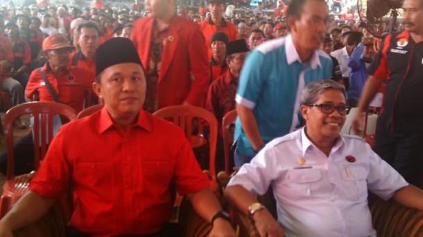 Gubernur Ridho Ficardo Bersama Istri Aprilani Yustin Naik Haji