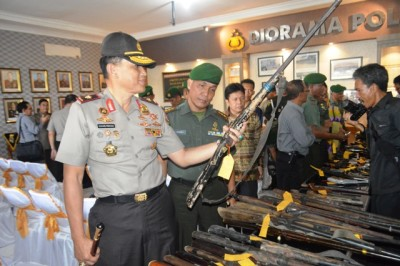 Korem 043 Garuda Hitam Serahkan 72 Pucuk Senjata Api Rakitan