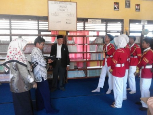 Tim penilai dari pusat Provinsi Lampung saat meninjau SMP Negeri 1 Way Jepara, Kamis (15/10/2015). | Winar/Jejamo.com