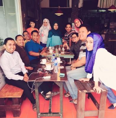 Sejumlah alumnus SMAN 2 Bandar Lampung bersilaturahmi di Kafe Nongkrong Bandar Lampung. | Ist