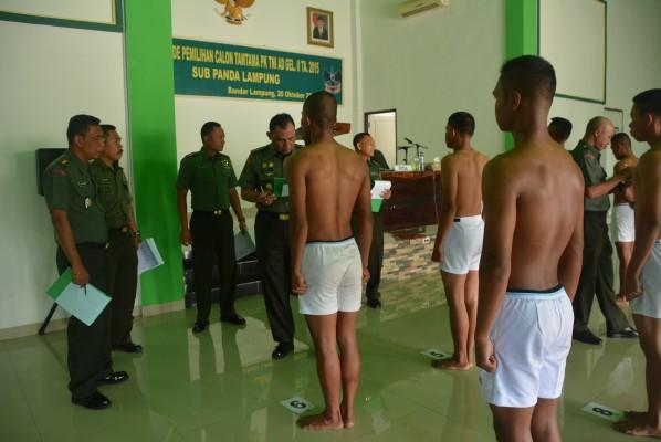Sebanyak 80 calon prajurit TNI mengikuti sidang parade calon prajurit Tamtama PK gelombang II, Selasa, (20/10/15).