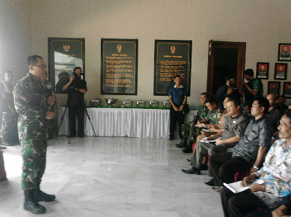 - Komando Resort Militer (Korem) 043 Garuda Hitam (Gatam) berdialog  dengan tokoh masyarakat dari tiga desa di Kecamatan Jabung Lampung Timur, Rabu, 28/10/2015 | Sugiono/jejamo.com