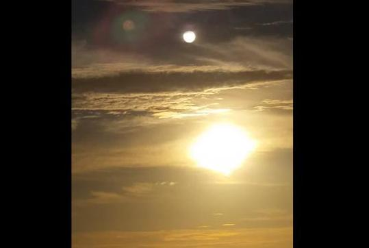Fenomena Dua Matahari Bikin Geger YouTube, Inikah Tanda Kiamat?