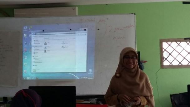Fasilitator Edu Care Asal Lampung Fitria Laurent Latih Tutor di Depok