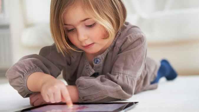 Hati-hati Memberikan Gadget Pada Anak, Ini Akibatnya