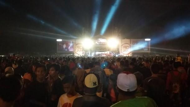 Konser musik di Lapangan Samber, Metro, Rabu malam, 7/10/2015 | Nizar/jejamo.com