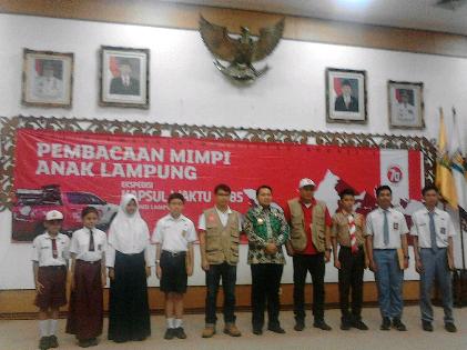 Tim Ekspedisi Kapsul  2085 Waktu saat tiba Gedung Balai Keratun Lampung, Jumat (16/10/15). |Sugiono/Jejamo.com