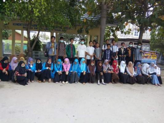 Puluhan Pelajar Lampung Tengah Galang Dana dana untuk korban asap yang melanda Kalimantan dan Sumatra. |  Foto Istimewa