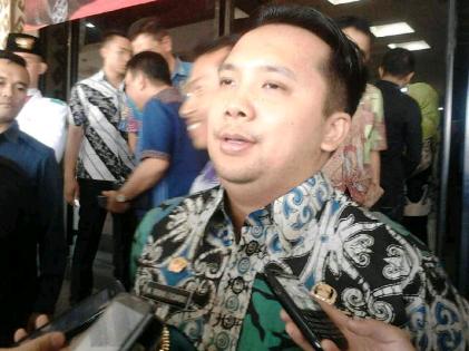 Gubernur Lampung, M.Ridho Ficardo, usai menyambut Tim Ekspedisi Kapsul Waktu 2085, kemarin (16/10/15). | Sugiono/Jejamo.com
