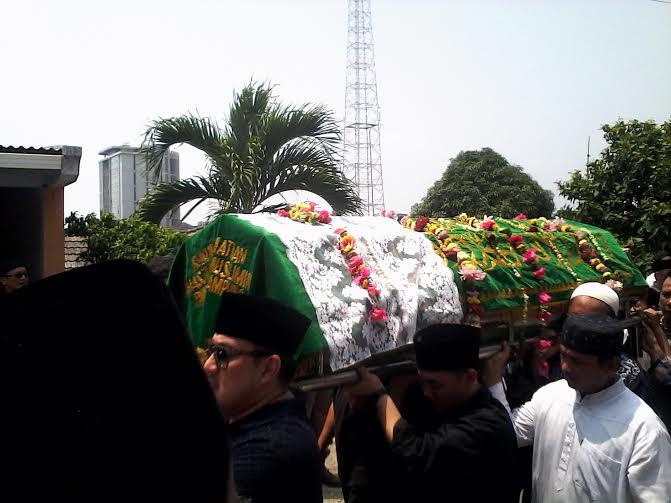Mega Putri Tarmizi Dimakamkan di TPU Anggrek Pahoman Bandar Lampung