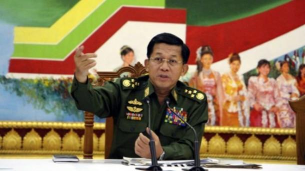 Hina Seragam Panglima Angkatan Bersenjata, Perempuan Myanmar Ditangkap