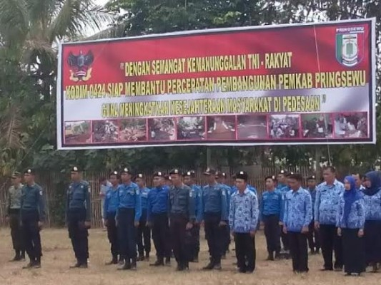 Danrem 043/Gatam Kolonel Inf. Joko Purwo Putranto, M.Sc., membuka kegiatan Karya Bhakti TNI. | Ist.