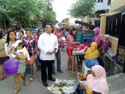 Relawan Broniz tengah blusukan di Pasar Sukaraja belum lama ini. | Ist