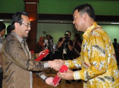 Rycko menerima penghargaan peningkatan produksi beras nasional | ist