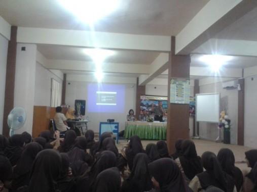Seminar tentang tertib berlalu lintas dan antinarkoba di SMA IT Ar Raihan, Kamis lalu, 22/10/2015. | Destiani/Jejamo.com