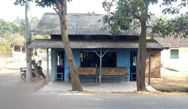 Warung soto Parmin yang beralamat di Jalan Wolter Monginsidi, Bedeng 21D, Kelurahan Yosomulyo, Kecamatan Metro Pusat | Adeembun/jejamo.com