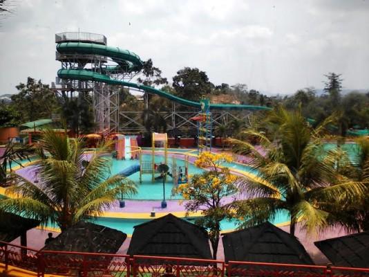 Fasilitas water boom, Taman Wisata Lembah Hijau | Robby/jejamo.com