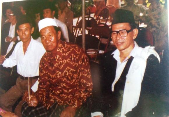 Alm. Thabranie Daud (Kanan). Semasa hidup dikenal visioner dan sangat peduli dengan dunia pendidikan di Lampung. | Dok.
