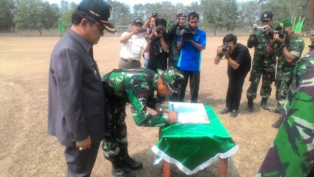 Acara penutupan Program TNI Manunggal Membangun Desa (TMMD) ke-95 di Kabupaten Tulangbawang Barat, Rabu, 28/102015. | Ist.