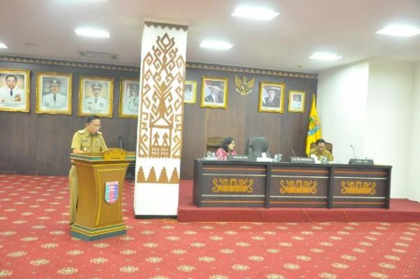 Asisten Bidang Pemerintahan, Rifki Wirawan dalam sosialisasi UU No.23/2014, Selasa (20/10/2015). Sosialisasi ini diselenggarakan untuk mengejar deadline D3P. | Widya/Jejamo.com
