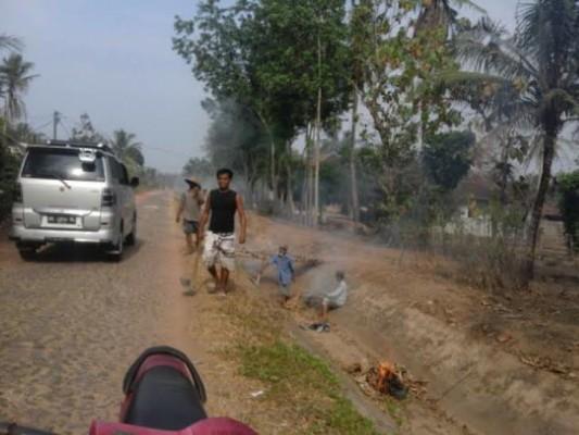 Warga Labuhan Ratu Tujuh Lampung Timur Rutin Gotong-royong
