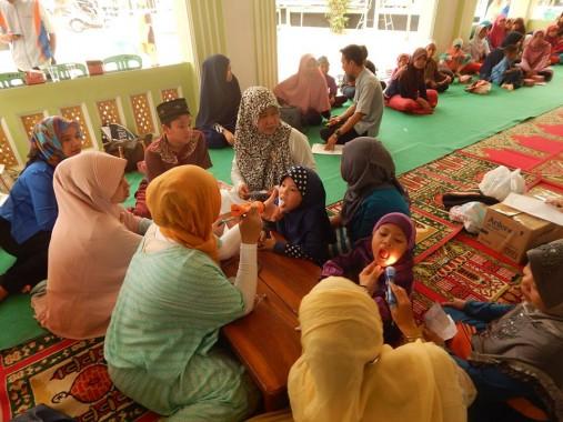 Sebanyak 40 anak yatim duafa mengikuti pemeriksaan kesehatan gratis Yatim Mandiri Lampung di Masjid Al Ihsan Way Halim, Kamis, 29/10/2015. | Ist