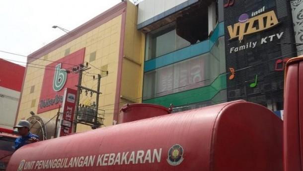 Antisipasi Kebakaran, Tempat Karaoke di Metro Latihan Jinakkan Api