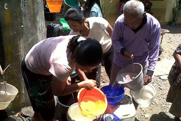Musim kemarau menyebabkan warga kesulitan mendapatkan air bersih. Mirisnya kondisi ini tidak mendapatkan perhatian serius dari pemerintah (Ilustrasi) | Sindonews.com