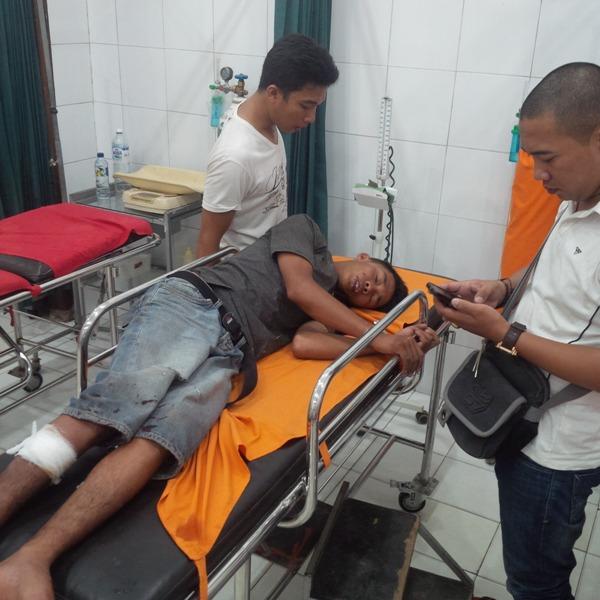 Tobi (18) spesialis pembobol rumah kosong ini, terpaksa dihadiahi tiga peluru polisi di kaki bagian kanan, karena berusaha kabur saat dilakukan pengejaran. | Raeza/Jejamo.com