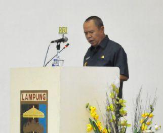Wakil Gubernur Lampung, Bachtiar Basri saat menyampaikan jawaban gubernur, dalam rapat Paripurna DPRD Lampung, Rabu (21/10/2015) | Widya/Jejamo.com