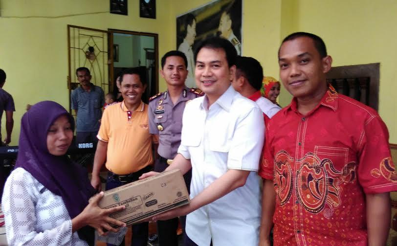 Anggota DPR RI Aziz Syamsyudin Bagikan MP ASI Kepada Masyarakat Seputihraman