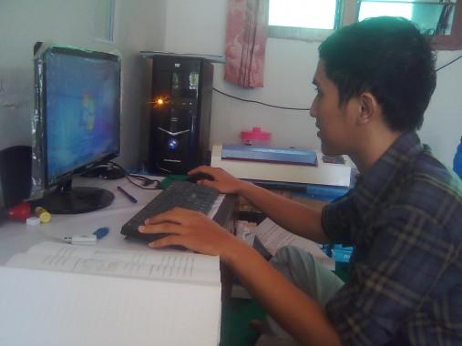 Bambang Ismoyo, merintis usaha sewa PC dan warnet di sekitar kompleks IAIN Raden Intan Lampung. | Jejamo.com/Bisri Mustofa