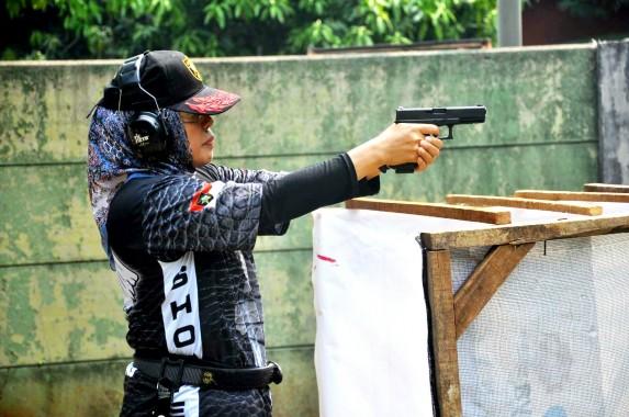 Dor! Karo Humas Bayana dan Kasat Pol PP Syaefullah Adu Tembak