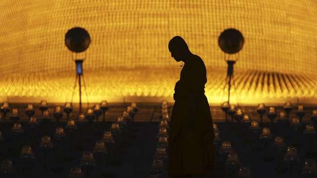 Biksu Thailand Desak Buddha Jadi Agama Nasional