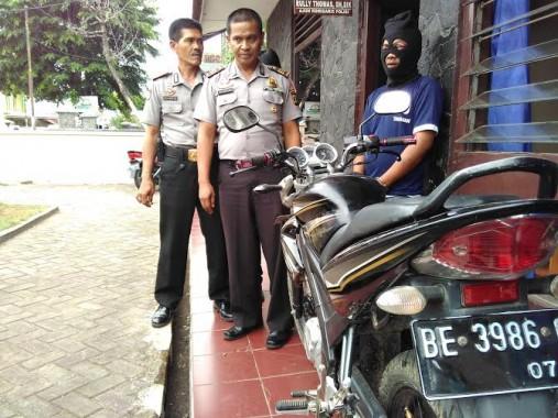 Demo PMII Lampung di Kantor Disdikbud Ricuh