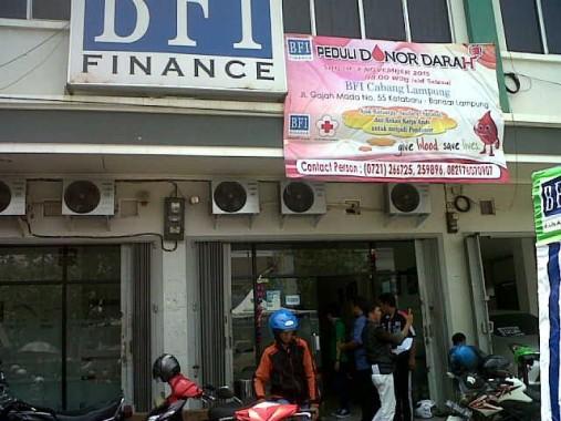 Donor darah yang diadakan BFI Finance Cabang Lampung, Sabtu, 7/11/2015. | Andi Apriyadi/jejamo.com